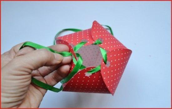 Как сделать из бумаги ягоду