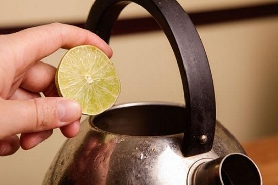 чем помыть почистить металлический чайник от ржавчины только мужчина