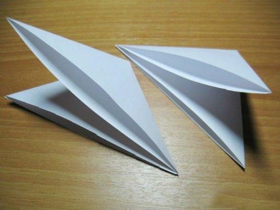 Как красиво сделать объемную снежинку из бумаги своими руками?