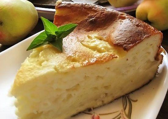 Простой рецепт шарлотки с яблоками и творогом в духовке