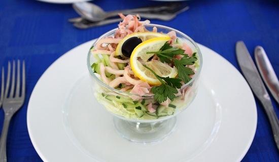 Салат из кальмаров с огурцом и яйцом самый вкусный