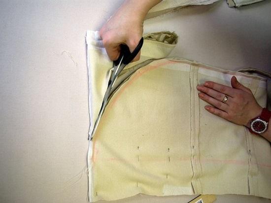 Лишнюю ткань отрезаем