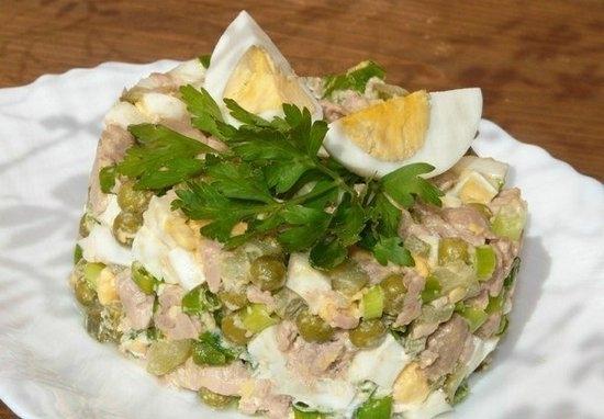 Вкусный салат из печени трески с моченым яблоком, пошаговый рецепт с фото