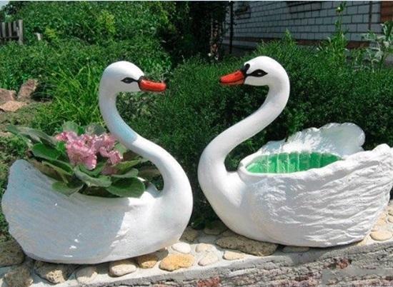Лебедь для сада из гипса