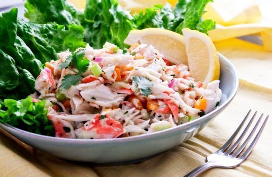 Салат капустный с крабами и болгарским перцем
