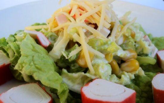 Салат с сыром, крабами и капустой пак-чой