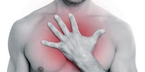 Болит грудная клетка посередине: причины