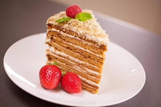Сколько калорий в торте медовик с заварным кремом