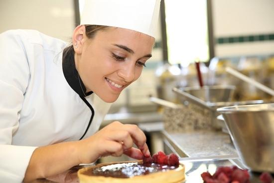 Торт из готовых коржей: разнообразие вариантов