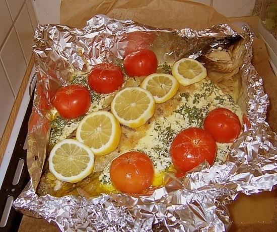 Щука, запеченная с овощным гарниром