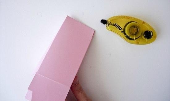 Низ коробочки для надежности можно зафиксировать полоской скотча