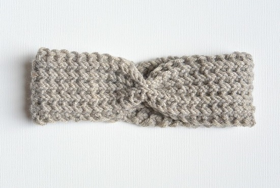 Вяжем простую повязку на голову
