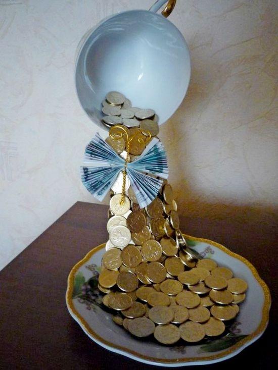 парящая чашка с деньгами