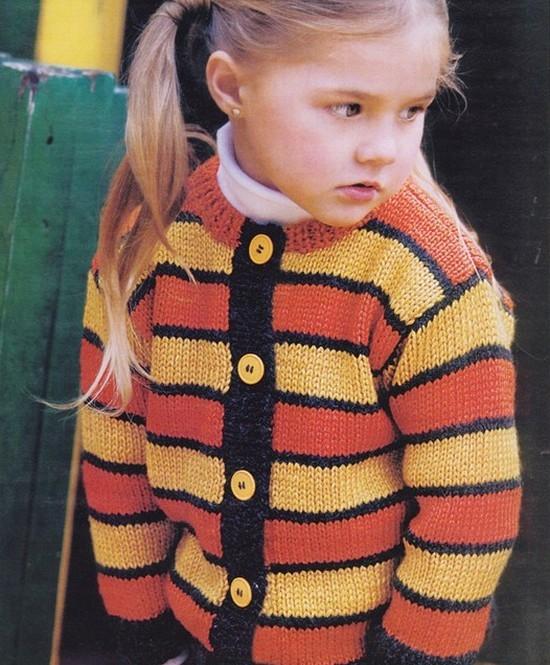 Вязанные спицами кофты для девочек