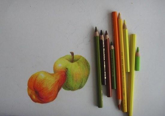 Раскрашиваем яблоки и грушу