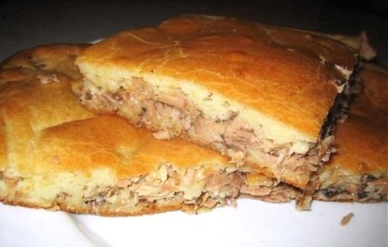 Пирог с рыбными консервами на кефире в духовке рецепт