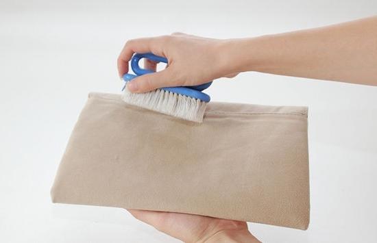 Чем почистить замшевую сумку в домашних условиях 495