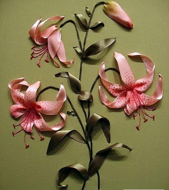 Вышивка лентами: лилии