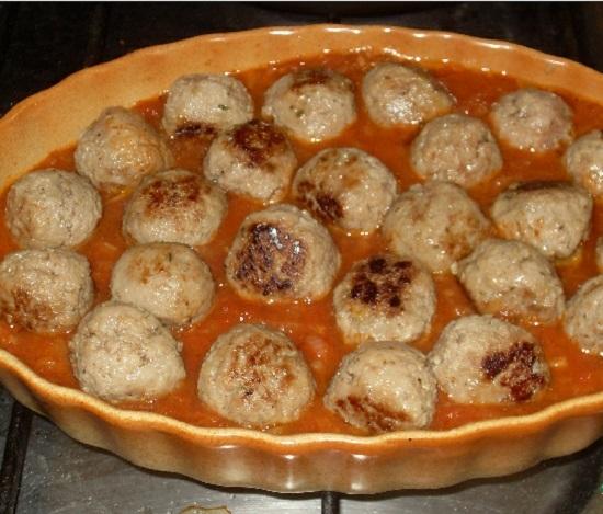 Тефтели в томатном соусе в духовке: рецепт с фото
