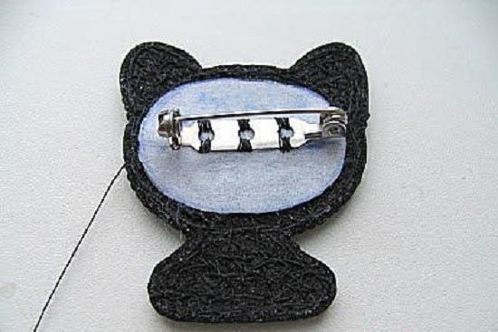 Котенок вышивка бисером брошь