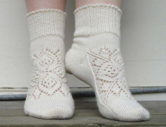 Как связать носки с рисунком спицами?