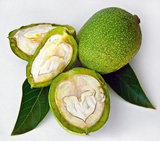 плоды ореха замачивают в отфильтрованной воде