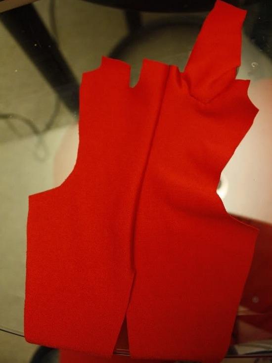 Вшиваем рукав и пришиваем лямку