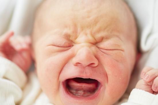 У двухмесячного ребенка слюни
