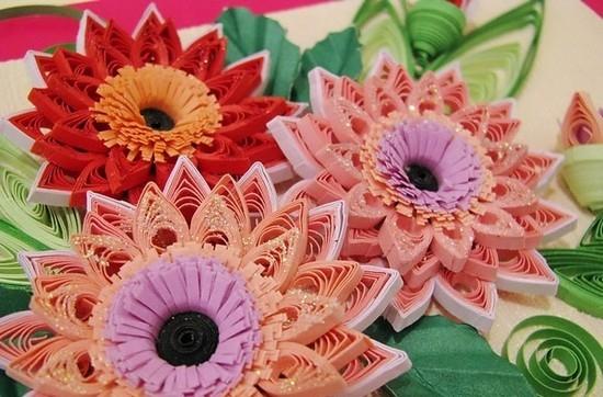 Цветы украшаем бисером