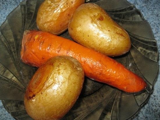 Достаем овощи из духовки
