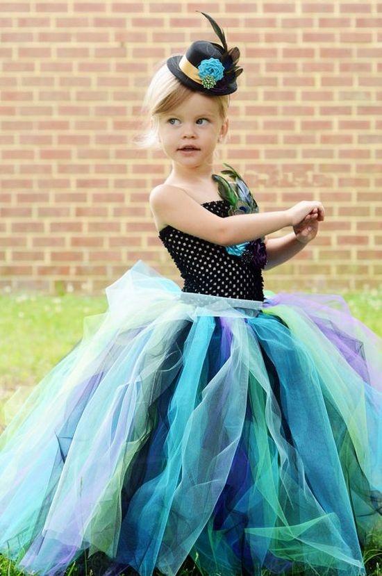 Платье из фатина для девочки леди