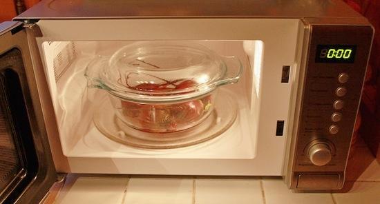 Сколько варить свеклу для винегрета по времени в кастрюле и микроволновой печи?
