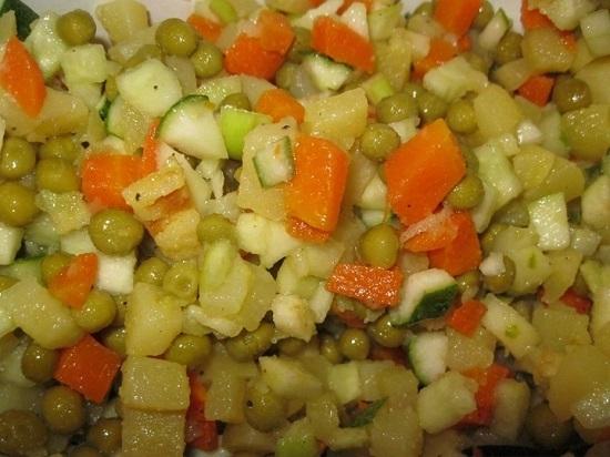Смешиваем яблоко с остальными овощами