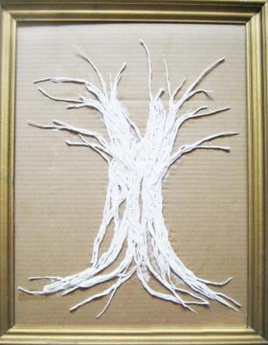 Выкладываем из ниток ствол дерева