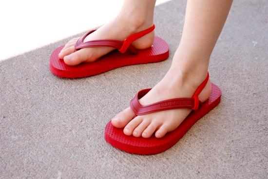Летняя обувь в стиле минимализм. Как правильно выбрать вьетнамки?