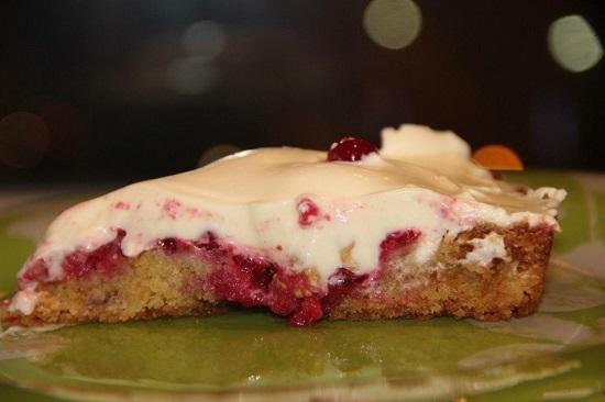 Пирог с брусникой и сгущёнкой рецепт