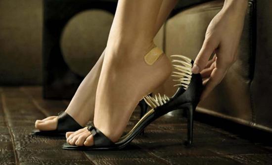 Летящей походкой ты вышла из мая... Чем опасна открытая летняя обувь?