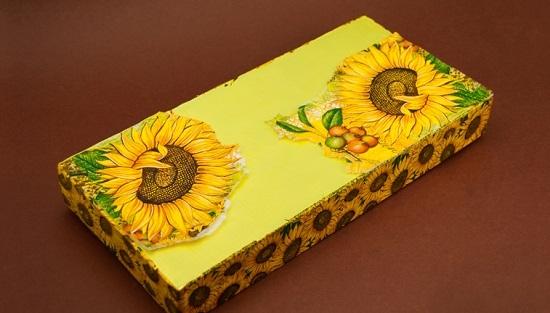 Декорируем крышку коробки