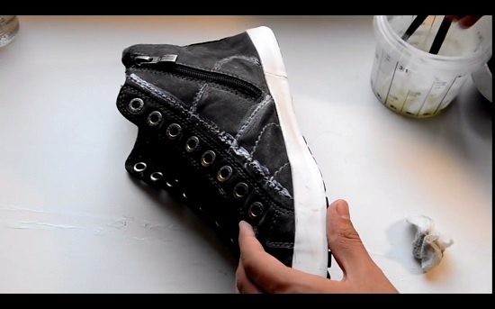 Прокрашенные шнурки пока отложим