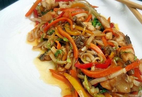 суп лапша удон с курицей и овощами в соусе терияки рецепт