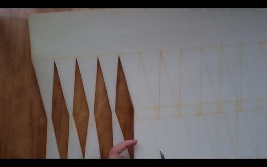 ножницами вырезаем начерченные ромбики