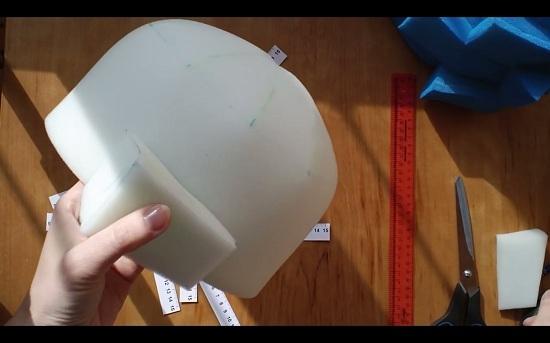 фиксируем первый элемент на основе шапочки