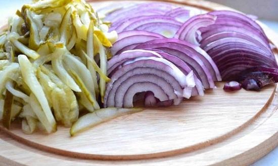 приготовим овощную заправку для солянки