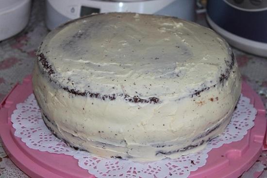 Кремом покрываем торт