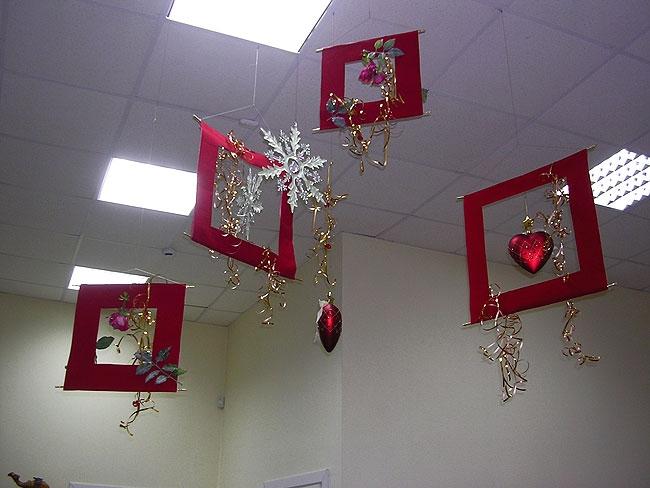 Праздник к нам приходит! Как оригинально украсить к Новому году офис? LS