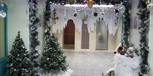 Праздник к нам приходит! Как оригинально украсить к Новому году офис?