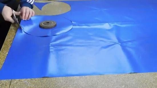 определяем диаметр нашей груши и вырезаем круги
