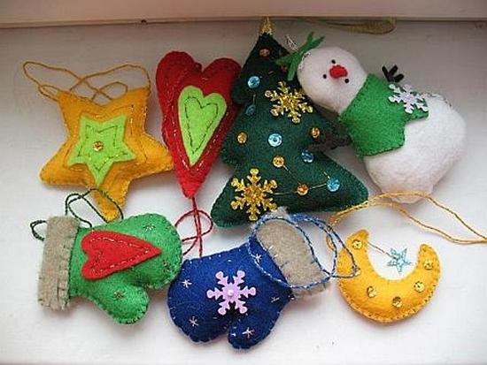 игрушки из кусочков разноцветных тканей