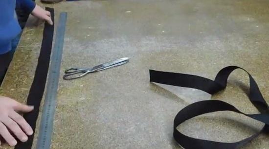 Отмеряем и отрезаем полоски нужного размера