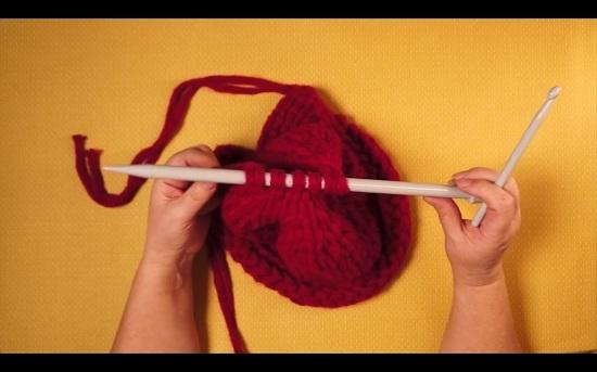 Шапка спицами из толстой пряжи: схема вязания